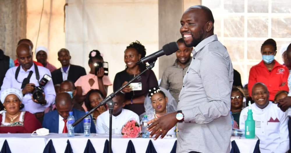 Machakos: Seneta Kipchumba Murkomen achangamsha waombolezaji
