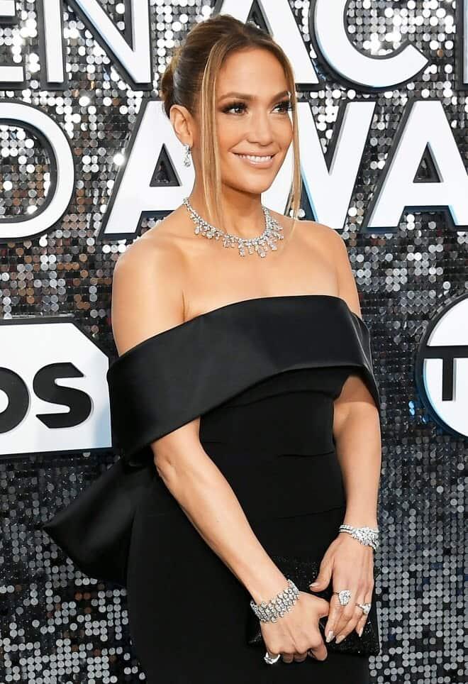 Jennifer Lopez thrills the internet after stepping out in KSh 43k pink bikini
