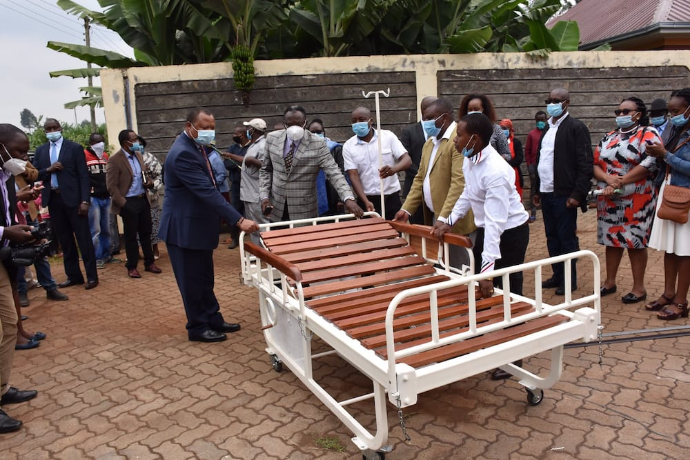 Uhuru orders gov't to buy 500 hospital beds from young Kenyan innovators