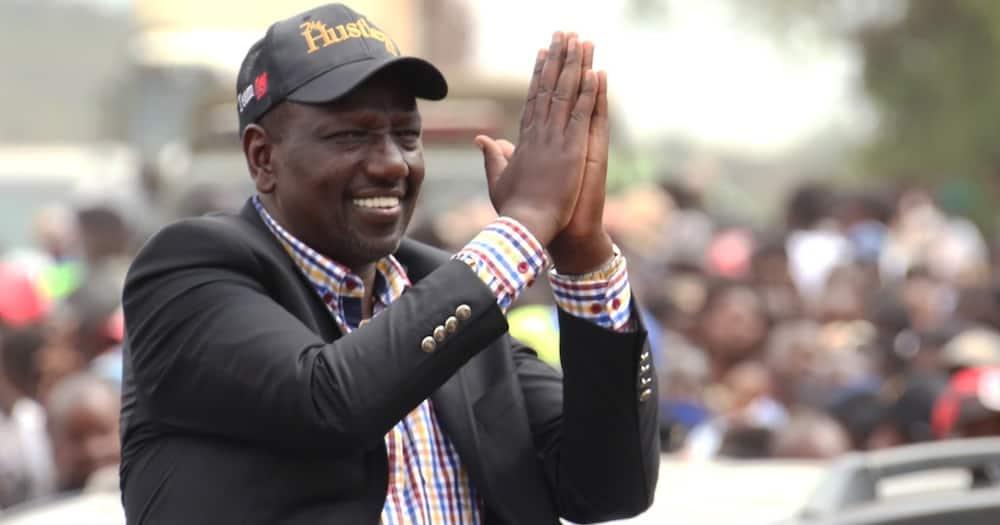 Mkitaka muweke Oburu Odinga mwenyekiti wa IEBC niko sawa, Ruto aropokwa