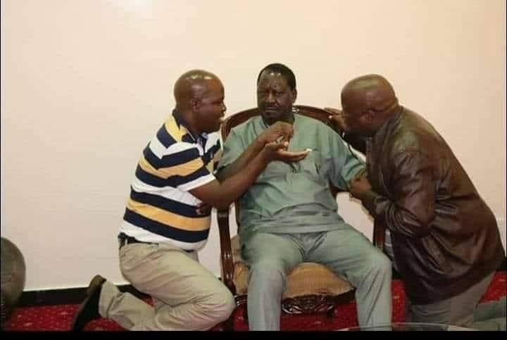 Naibu gavana wa Kisumu apiga magoti kuzungumza na Raila Odinga?