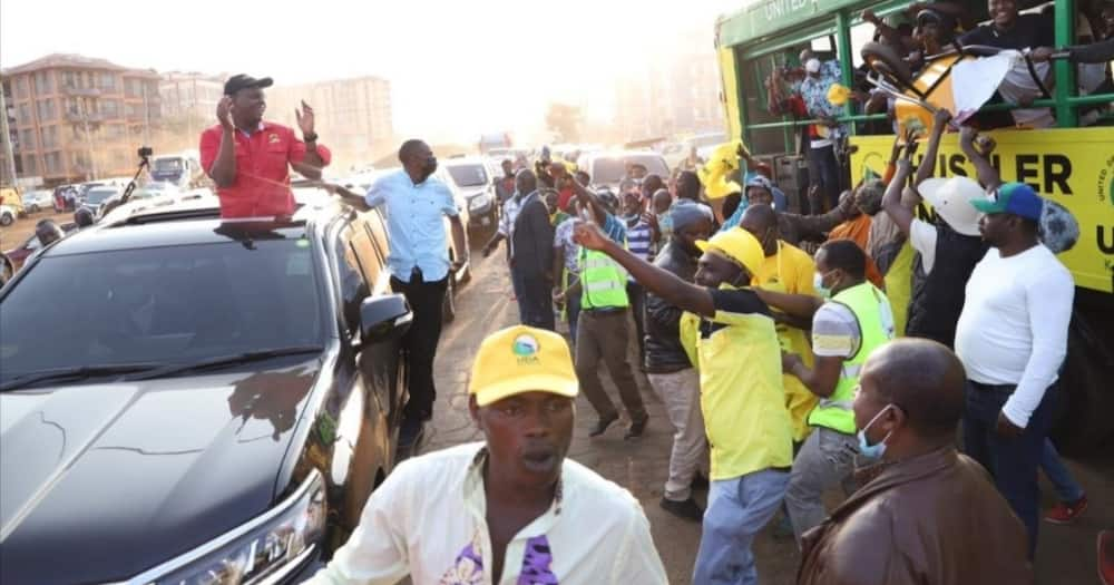 UDA supporters blocked the convoy of the Jubilee candidate. Photo: Amos Kimunya.