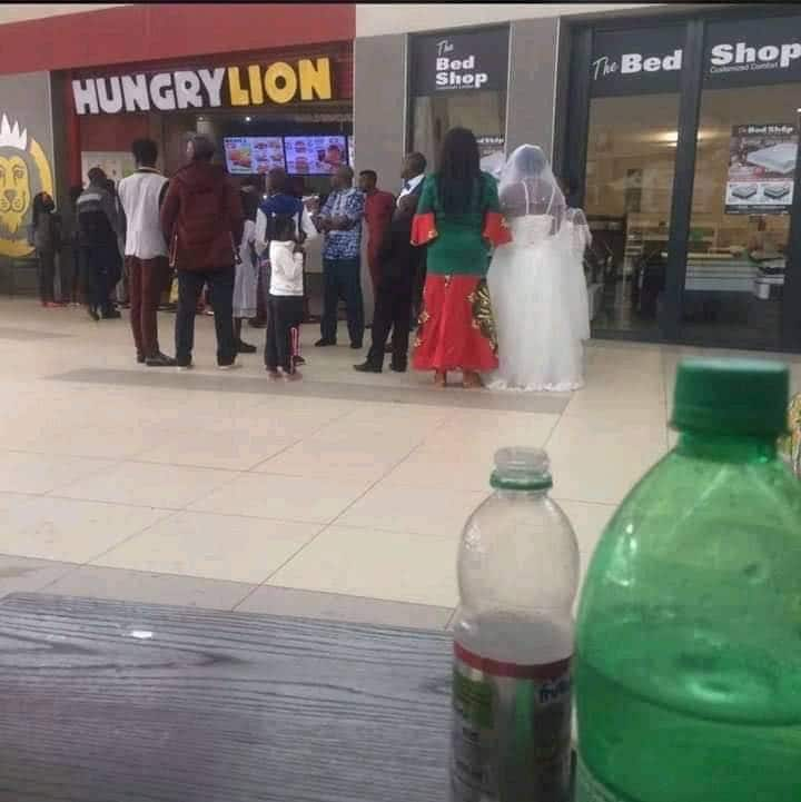 Fast food company promises to gift newly married couple photographed in their restaurant