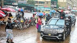 Photo of Uhuru Campaigning in Rain with Background of Low Fuel Prices Emerges