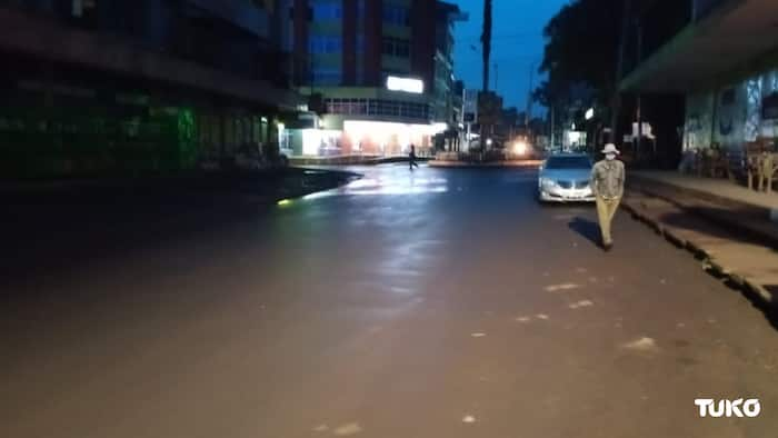 "Photo of Kericho Man Walking in Clear Streets Around Curfew Time Gets Kenyans Talking: ""Legend"""