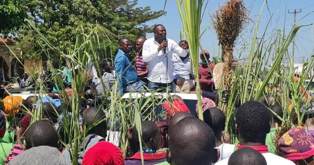 Former Sports Cabinet Secretary Rashid Echesa addressing Mumias residents. Photo: Rashid Echesa.