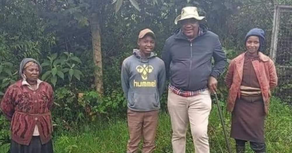 Rais Uhuru Azawadi Kina Mama Aliokutana Nao Msitu wa Kieni