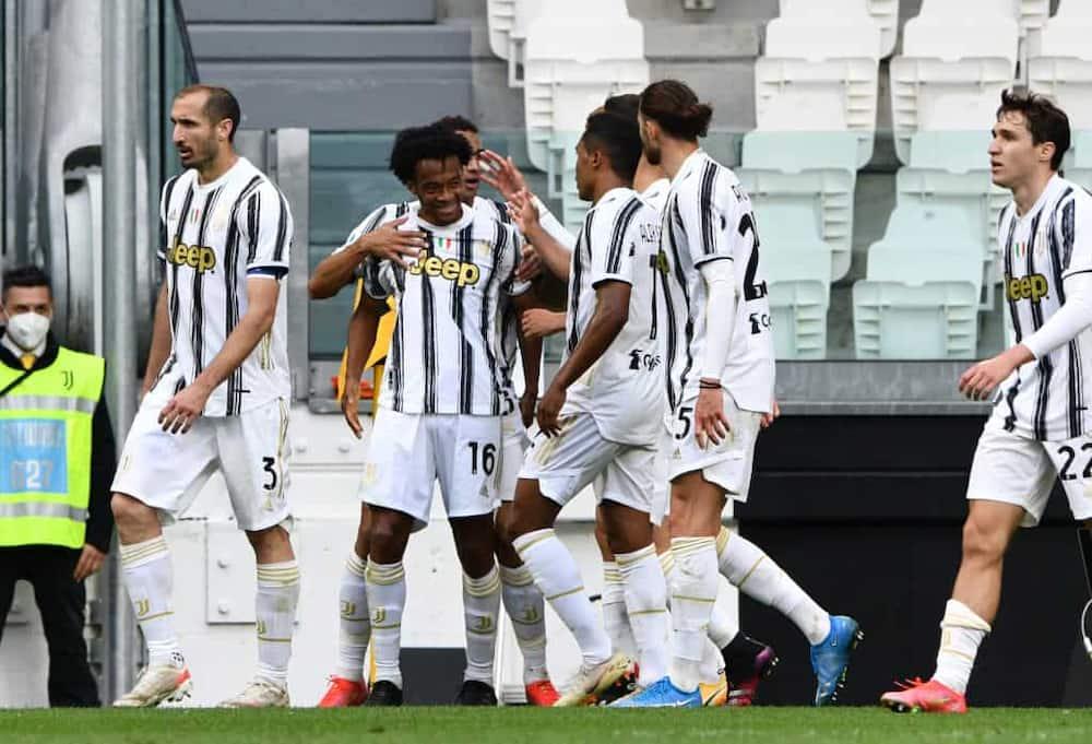 Cristiano Ronaldo scores as Juventus keeps Champions League qualification hopes alive