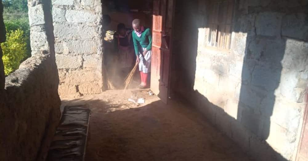 Children cleaning their classroom. Photo: National police Service.