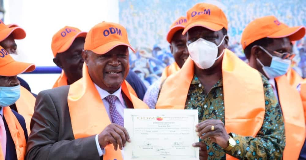 David Were (l) with Governor Wycliffe Oparanya (r). Photo: ODM.