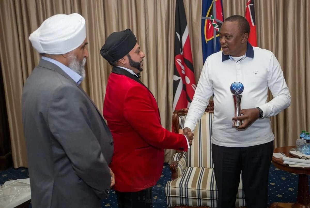 President Uhuru Kenyatta receives special recognition award from Sikh community
