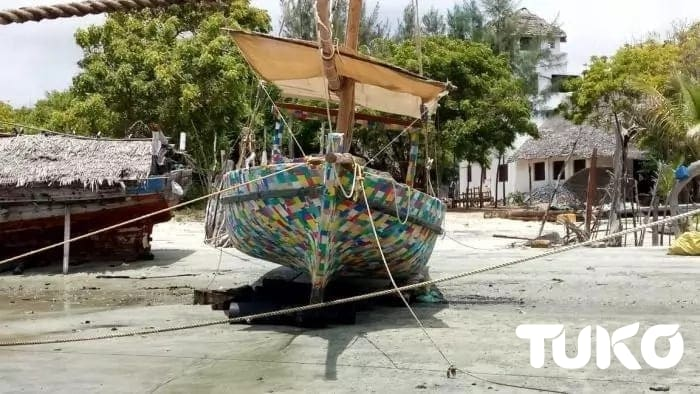 Kenyan carpenter turns plastic waste into colourful boat