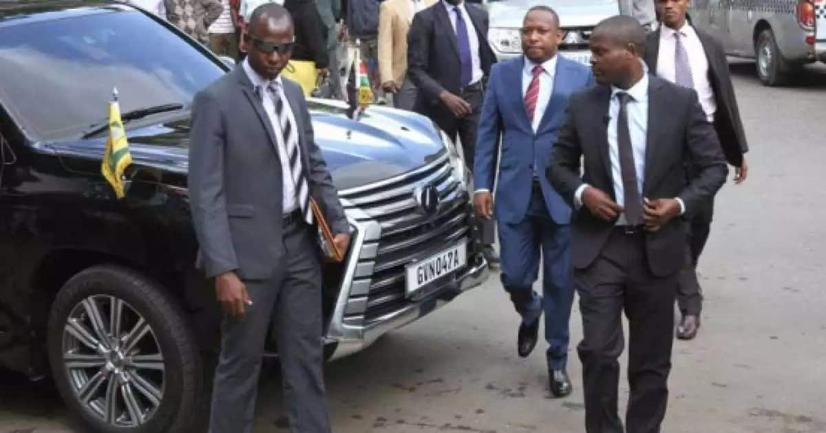 Governor Sonko being escorted by some of his bodyguards.