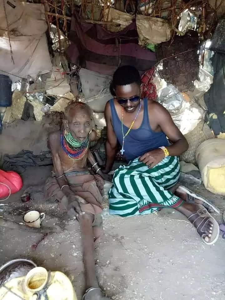 Afisa wa polisi Turkana apongezwa kwa kumtuza nyanya kwa chakula na malazi
