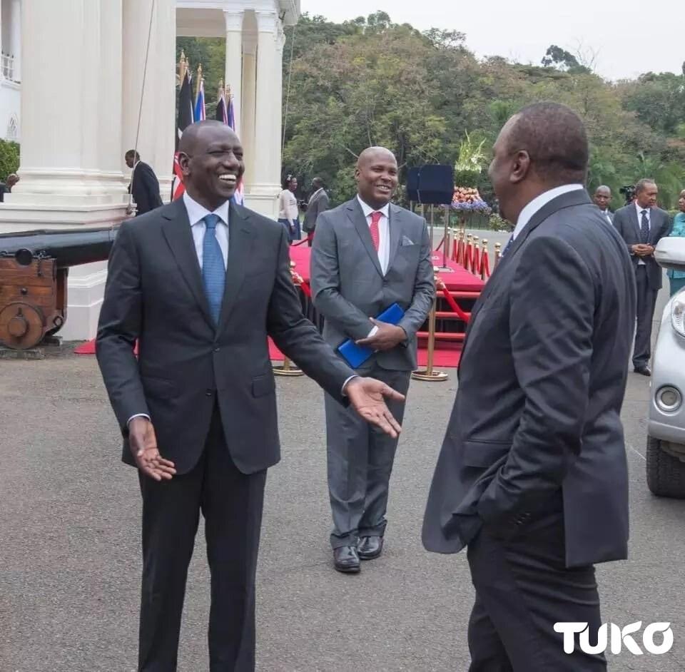 UhuRuto kwa mara nyingine baada ya muda mrefu waonekana marafiki wa karibu