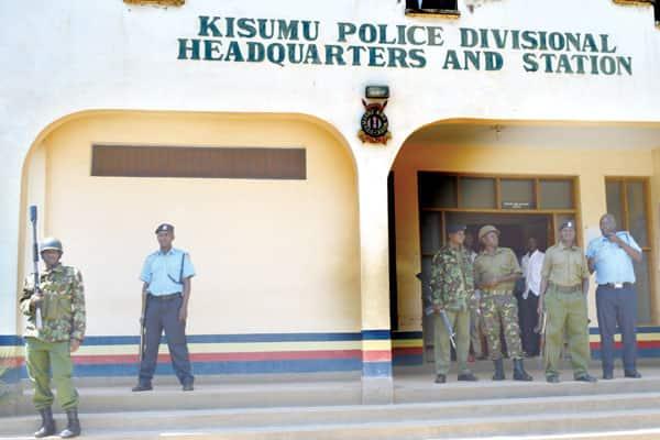 Kisumu: Hoodie wearing man snatches gun from police officer, fires bullets randomly