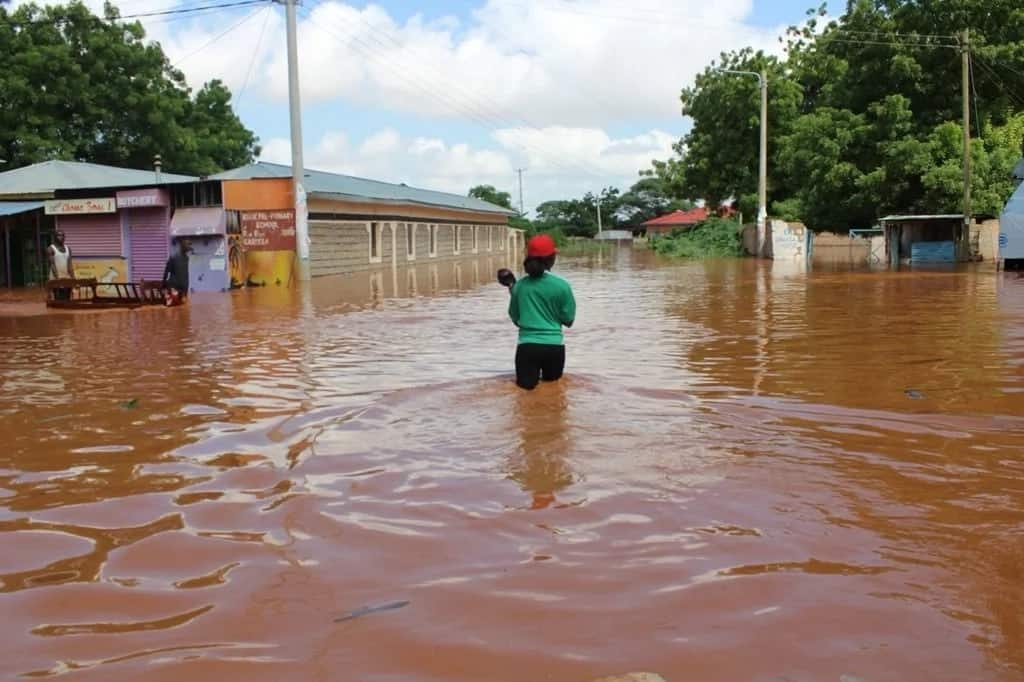 Photos: Cries of help as half of Garissa town is submerged in flood waters following heavy rain