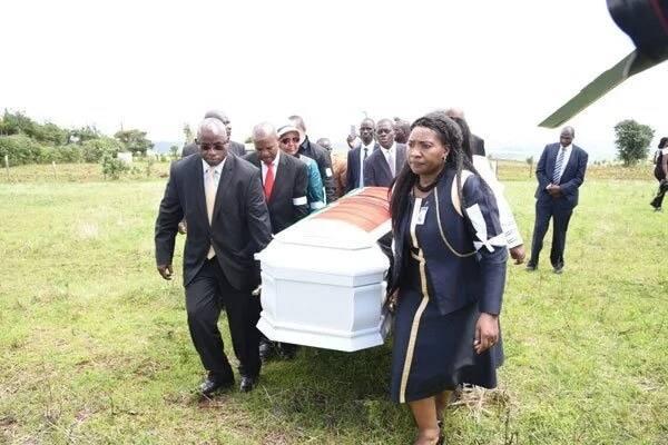 Marafaki wa Ruto wampepeta Gideon Moi kama mpira wakati wakimzika mwenzao