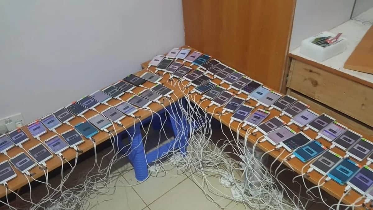 The DCI has unearthed an illegal SIM swap center and arrested foreigners and other suspects as crackdown on fraudsters intensifies. Photo: Bernard Momanyi