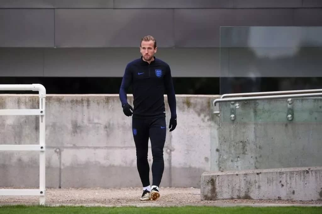 x spectacular photos of Harry Kane in his swanky golden Nike boots