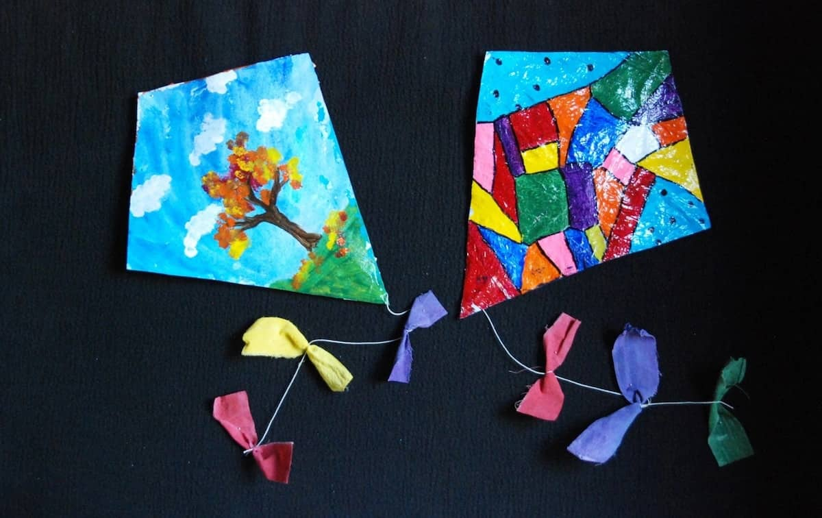 How to make a kite, how to make a kite for preschoolers, making a kite for preschoolers