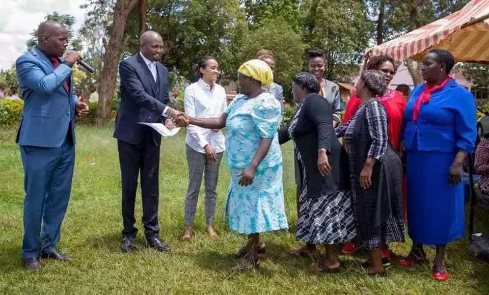 Moses Kuria azua mjadala mtandaoni kwa kuonekana na bintiye Uhuru Gatundu