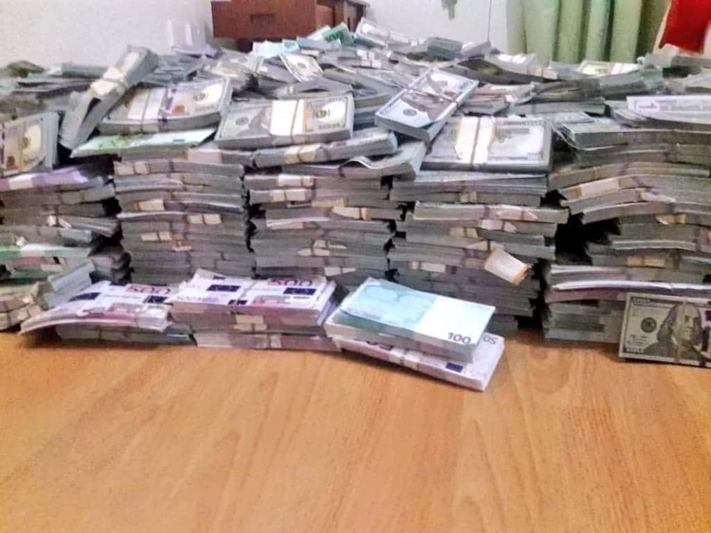 Police in Nairobi nab KSh 1 billion fake money, arrest 3 suspects