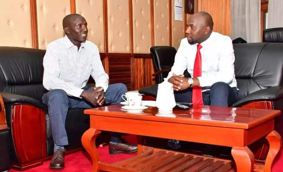Senator Murkomen badly trolled by Kenyans for allowing his mother to use firewood for cooking