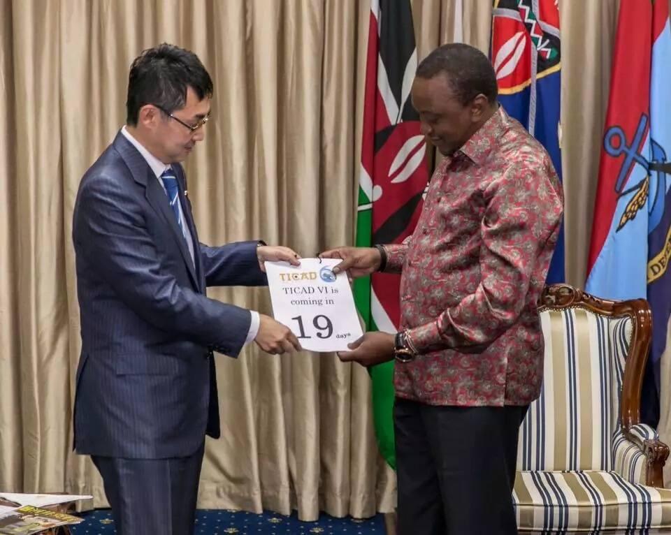 Haya ni mambo usiyoyajua kuhusu shati analopenda Uhuru Kenyatta