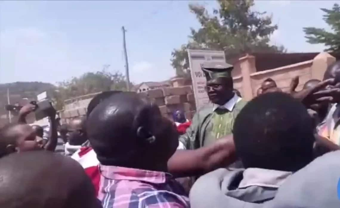 Miguna almost lynched by supporters of Jubilee leaning governor