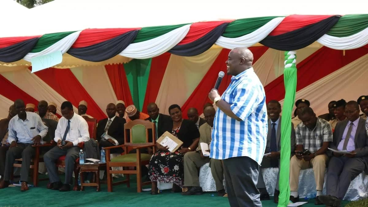 Aden Duale na Mbunge Ayub Savula wahusika wakuu kwenye biashara ya sukari ya kimagendo - Asema Malala, seneta wa Kakamega