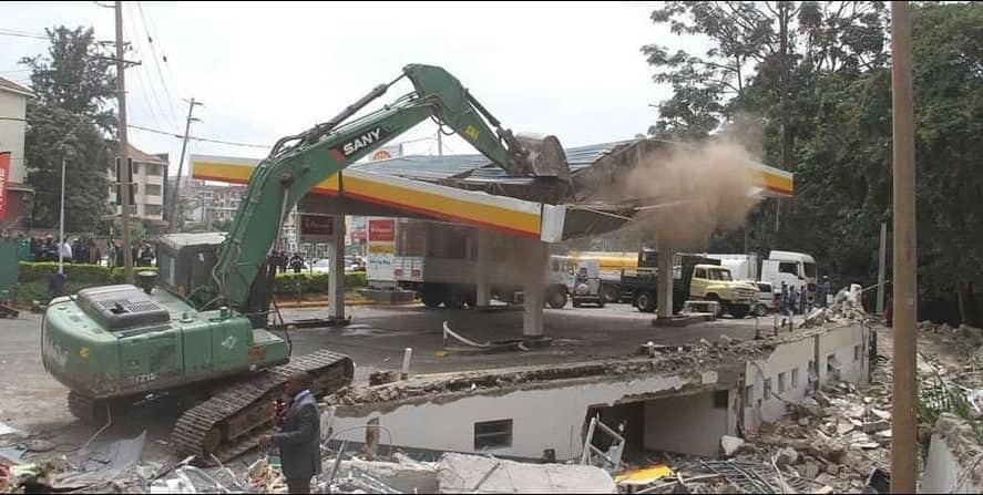 Hail the green bulldozer! Kenyans wowed by NYS excavator that is tormenting lords of impunity