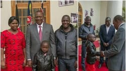 Uhuru meets famous musician from Raila's stronghold and Kenyans are TORN