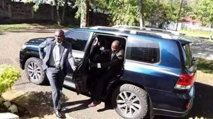 Okoth Obado arejea ofisini kwa mbwembwe, akaribishwa kwa tabasamu (Picha)