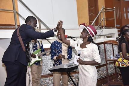 Senator Sakaja moves Lang'ata church with his guitar skills