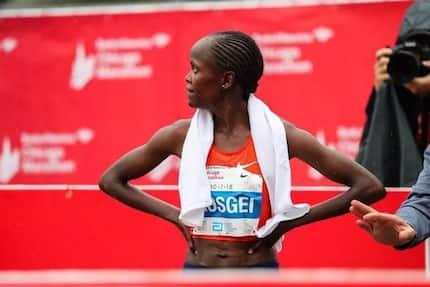 Kenya's Brigid Kosgei wins 2018 Chicago Marathon women's race