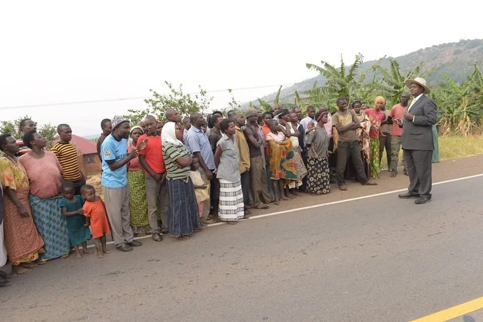 What made Yoweri Museveni make a call by the roadside?