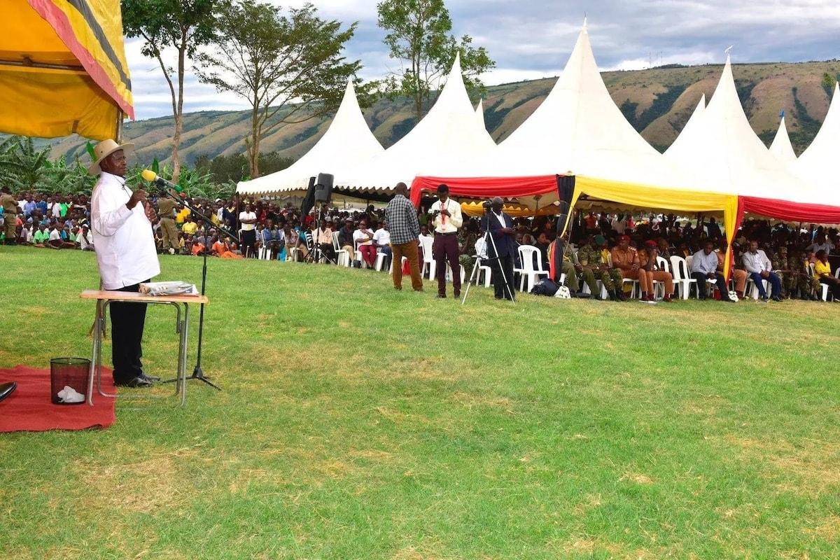 Nyoka yamtambalia Museveni akihutubia umma, akatiza hotuba yake