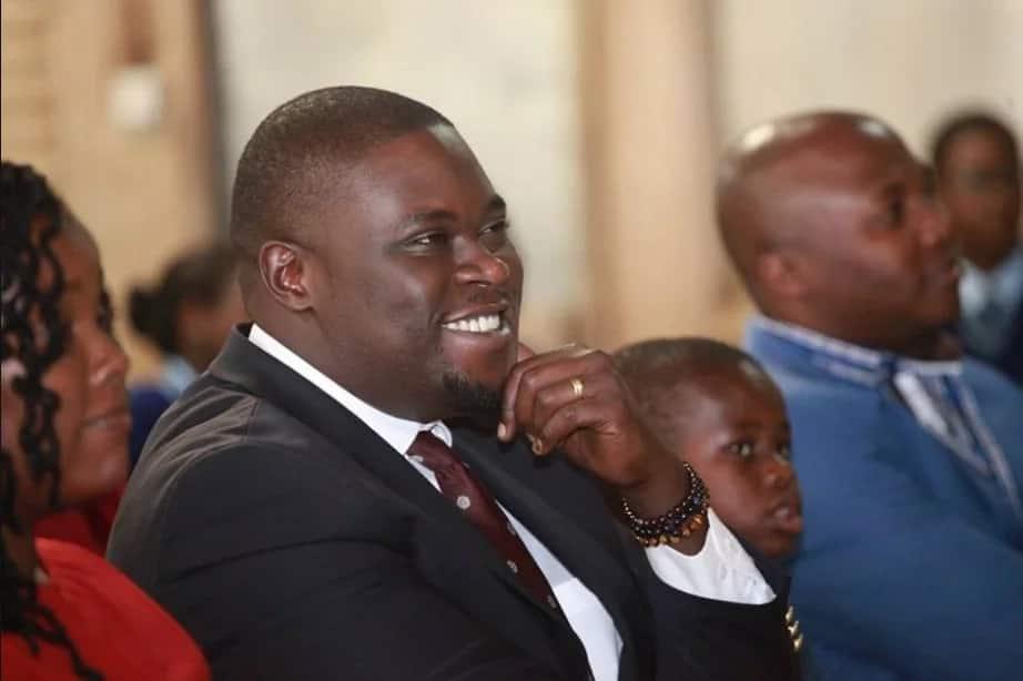 Kutana na mke wa kupendeza na watoto wa seneta wa Nairobi