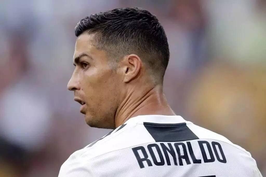 Ronaldo aanika saa yake ghali iliyojaa madini ya almasi (Picha)