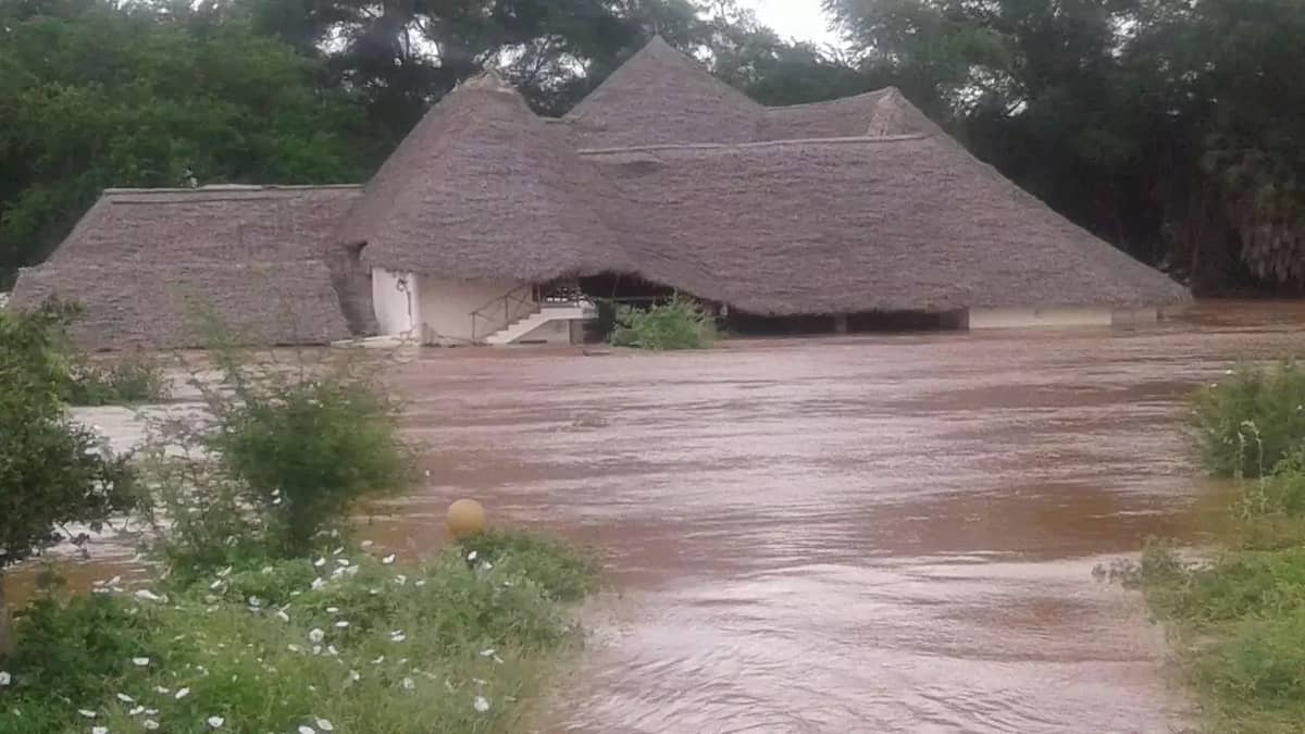 Raging floods destroy 10 Tsavo tourist camps, trapped tourists airlifted to safety