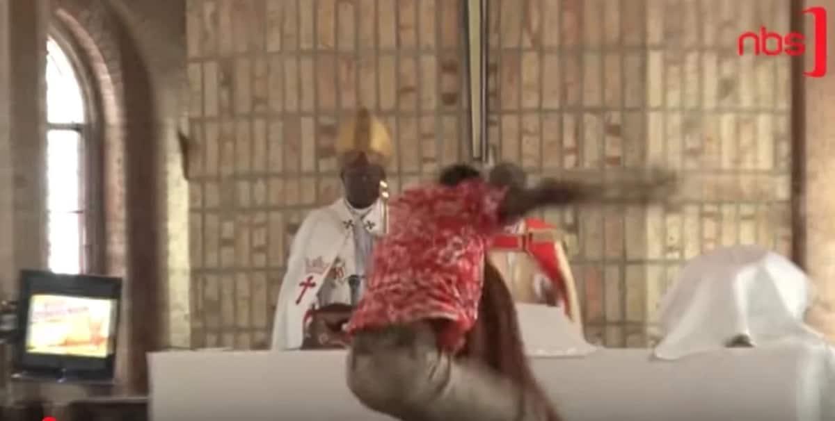 Askofu anusurika 'kichapo' kanisani Jumapili ya Pasaka
