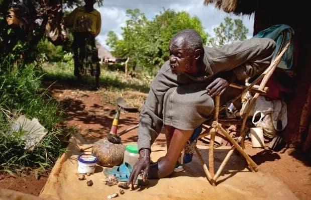 Mama apewa dawa na mganga ili kumlinda mumewe dhidi ya mipango ya kando, agundua alipewa mkojo