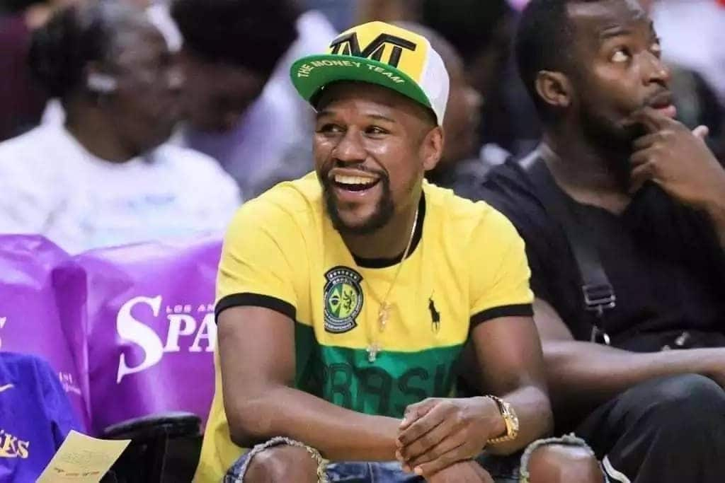 Mayweather splashes out $1,000 to a homeless man in a wheelchair