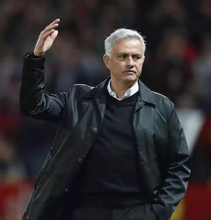 Manchester United yamapiga kalamu Jose Mourinho
