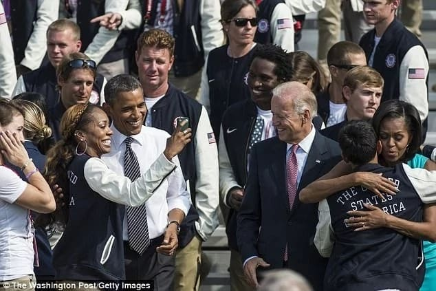 """""""Refrain from asking me selfies!""""Obama pleads with his fans, explains why he despises selfies"""
