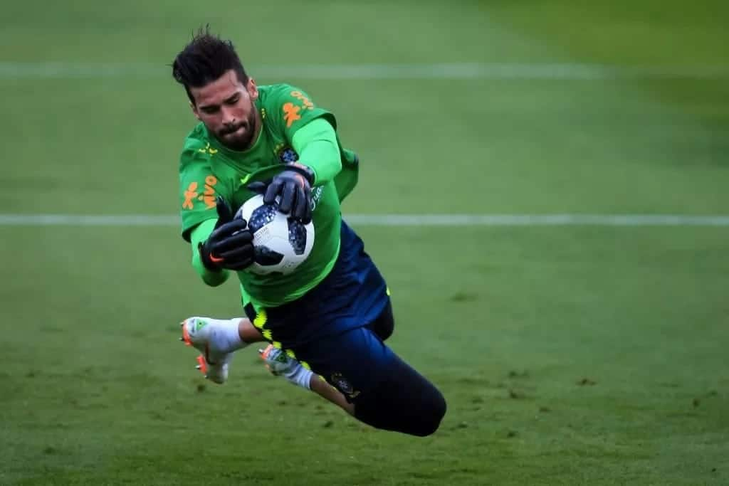Roma accept KSh 8.8 billion for Brazil keeper Alisson as Liverpool look to replace Karius