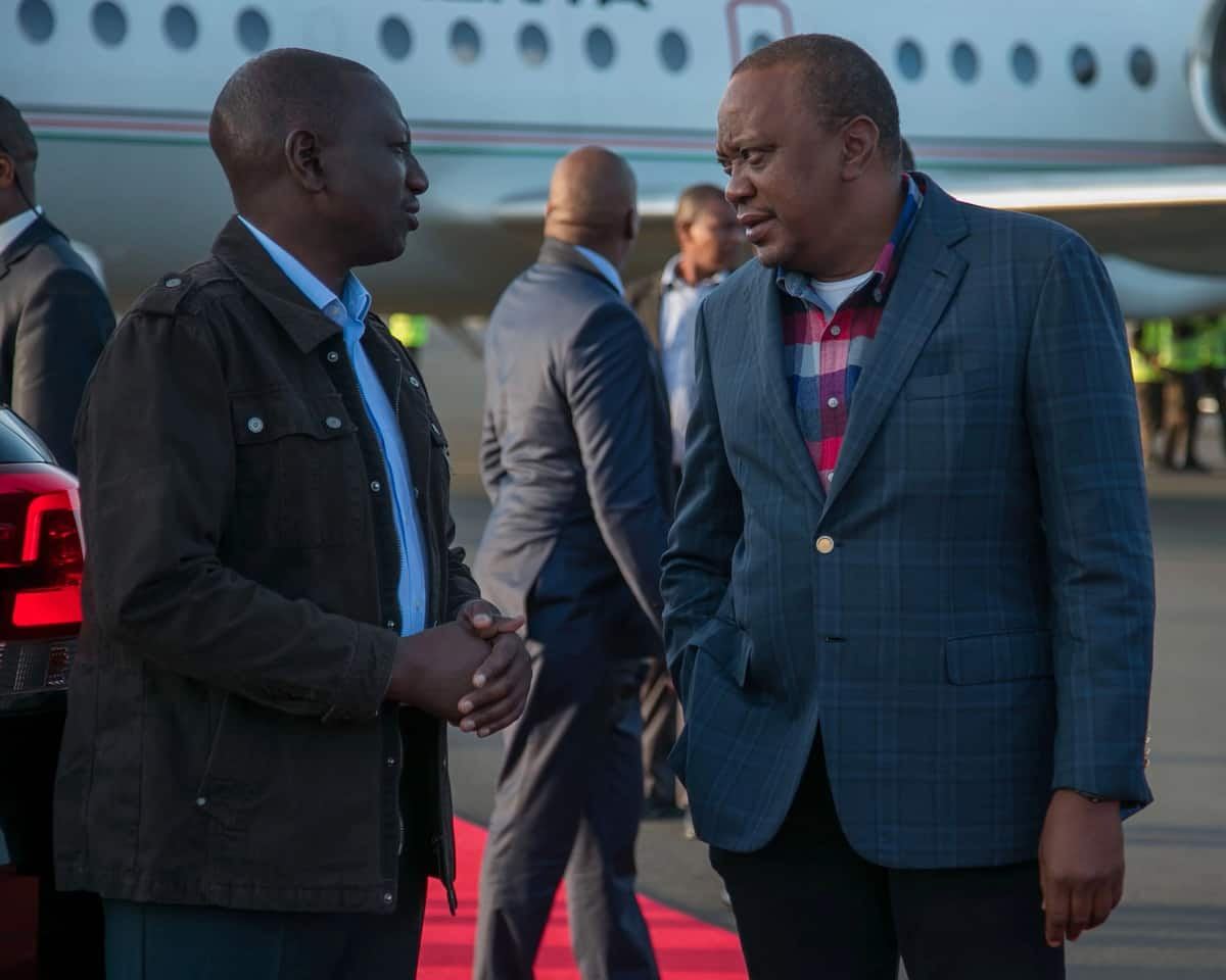 President Kenyatta jets back into the country from South Africa