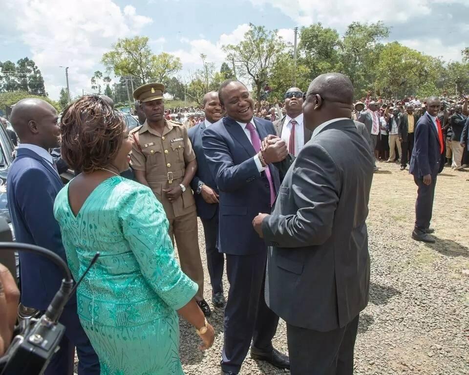 Kwa nini huwezi kuwa kama Ruto? – Uhuru amuuliza Raila