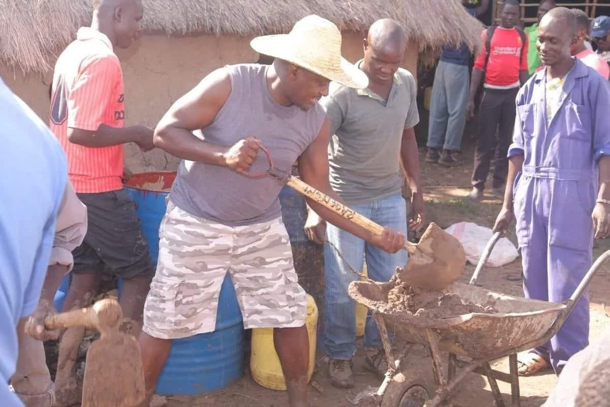 Natumia 65% wa mshahara wangu kuwajengea wenyeji nyumba